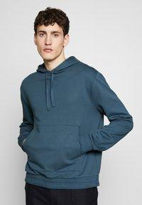 Filippa K - JOSH - Hoodie - blue grey - 0