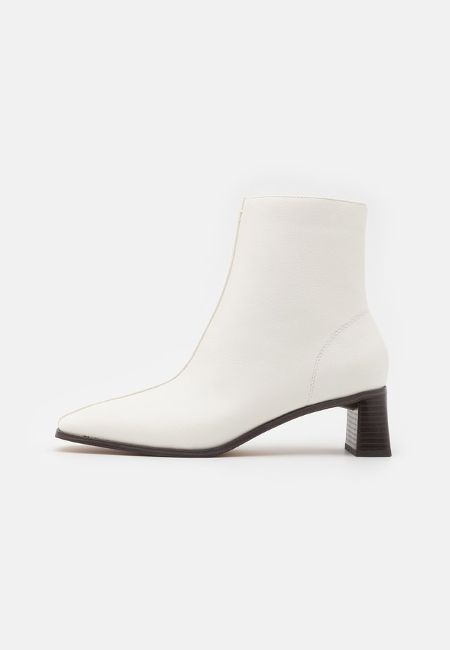CYLINDER SQUARED BOOTS - Korte laarzen - white