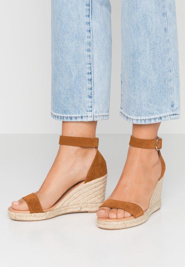 ERIN - Korkeakorkoiset sandaalit - tan