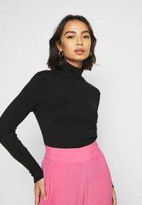 ONLY Petite - ONLVENICE ROLLNECK PULL - Stickad tröja - black - 4