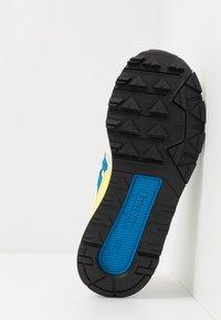 Saucony - AZURA - Baskets basses - white/blue/yellow - 4