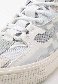 Vans - OVERT CC - Skate shoes - true white/grey - 6