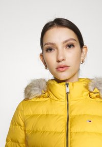 Tommy Jeans - BASIC HOODED JACKET - Doudoune - yellow