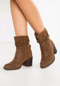 Bullboxer - Classic ankle boots - brown - 0