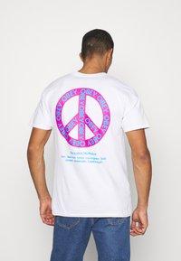 Obey Clothing - PEACE - Basic T-shirt - white - 2