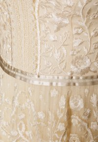 Needle & Thread - MIDSUMMER GOWN EXCLUSIVE - Vestido de fiesta - champagne - 2