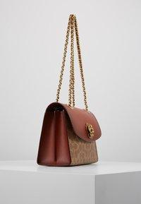 Coach - COLORBLOCK SIGNATURE PARKER SHOULDER - Handbag - rust - 3