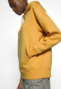 Nike Sportswear - W NSW HOODIE FLC TREND - Bluza z kapturem - yellow - 3