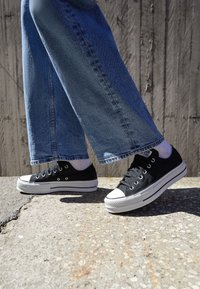 Converse - CHUCK TAYLOR ALL STAR LIFT - Sneakers - black/garnet/white - 4