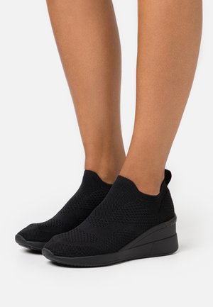 REVICTA - Trainers - black