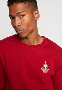 Volcom - SANTASTONE CREW - Sweatshirt - deep red - 5