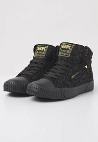 British Knights - DEE - Sneakers hoog - black leopard/gold/black - 3