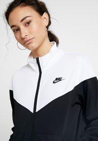 Nike Sportswear - TRACK SUIT SET - Hettejakke - black/white - 4
