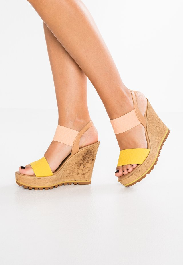 GIOTTO - High heeled sandals - salmone/giallo