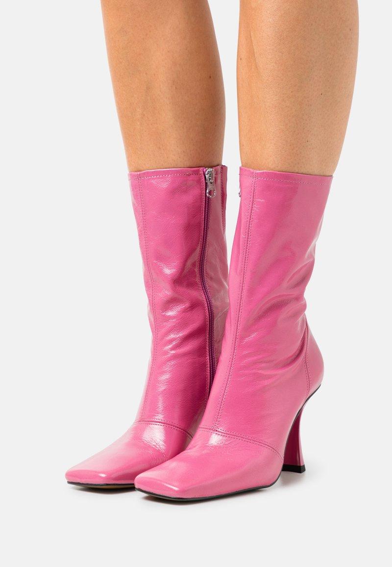 Chio - Korte laarzen - hot pink malory