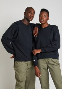 Converse - SHAPES BUBBLE CREW UNISEX - Sweatshirt - black - 0