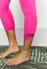 adidas Performance - SCULPT  - Punčochy - screaming pink - 3