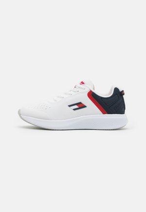 TS PRO RACER WOMEN  - Neutrální běžecké boty - white