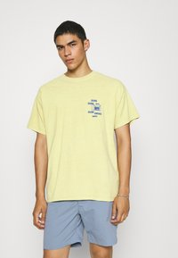 BDG Urban Outfitters - SUNDAY TEE UNISEX - Print T-shirt - yellow - 0
