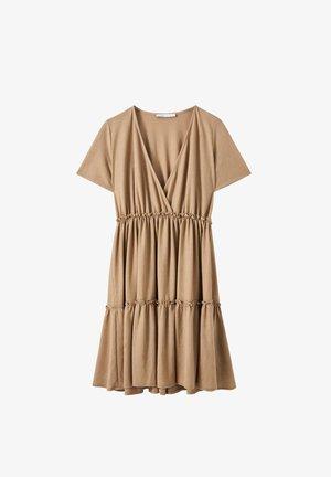 WICKELOPTIK MIT RAFFUNGEN - Denní šaty - sand