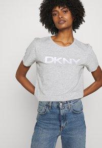 DKNY - FOUNDATION LOGO TEE - Print T-shirt - heather grey - 3