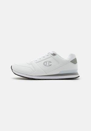 LOW CUT SHOE - Tenisky - white