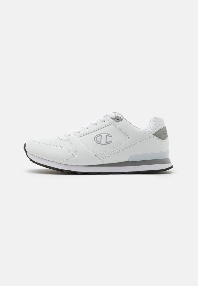 LOW CUT SHOE - Sneakersy niskie - white