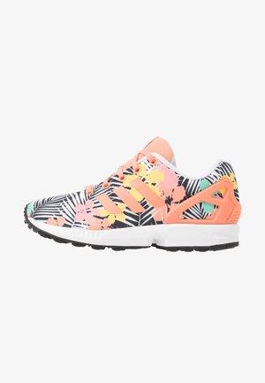 ZX FLUX - Sneakers - chalk coral/footwear white