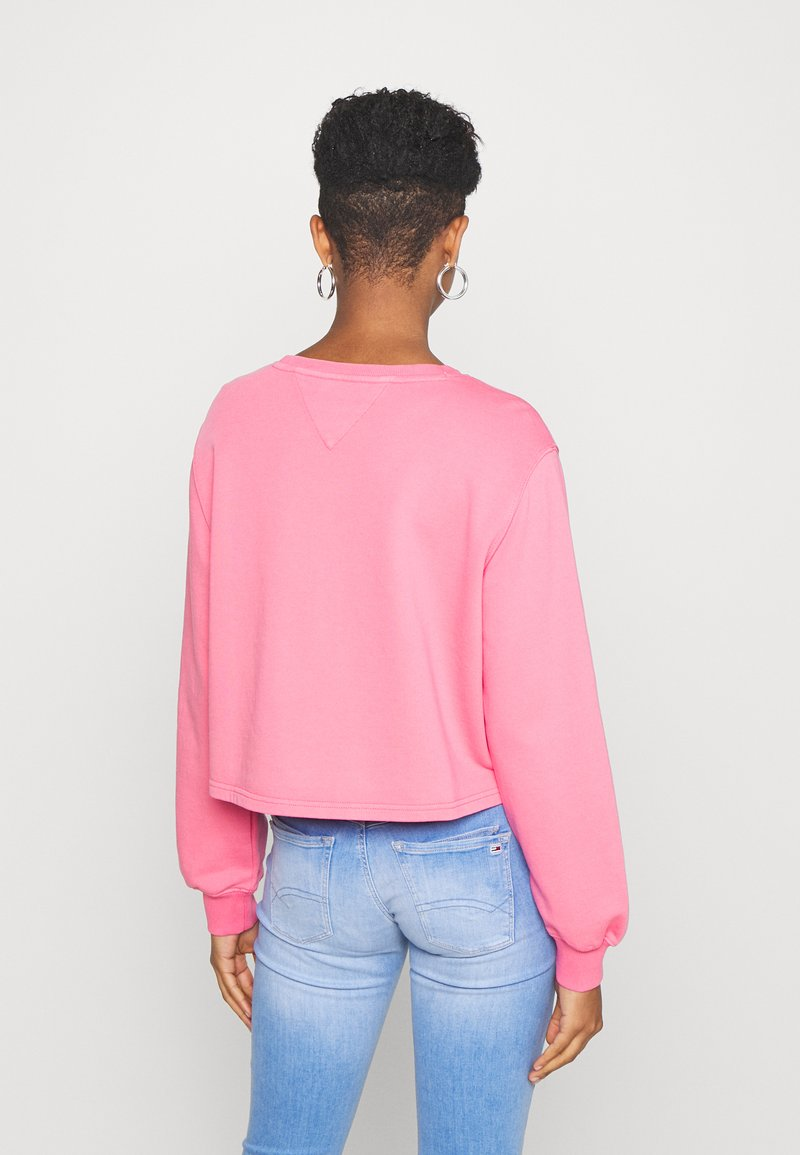 Tommy Jeans - WASHED LOGO CREW - Sweatshirt - glamour pink