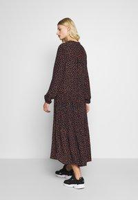 Moss Copenhagen - MILANA MOROCCO DRESS - Kjole - milana - 2