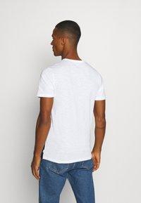 Jack & Jones - JJBLOCK TEE CREW NECK - Print T-shirt - navy - 2
