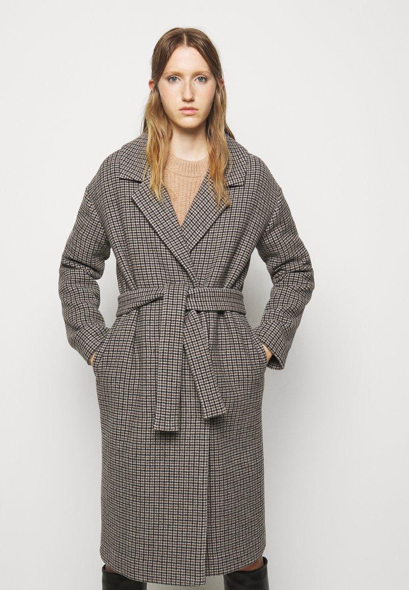 DESIGNERS REMIX - ISABELLE BELTED COAT - Klasický kabát - multi colour