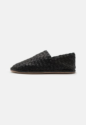 SEASON - Slip-ons - black
