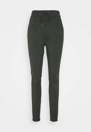 VMEVA LOOSE STRING PANTS  - Tracksuit bottoms - peat