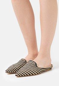 Patrizia Pepe - Pantofle - beige/black - 0