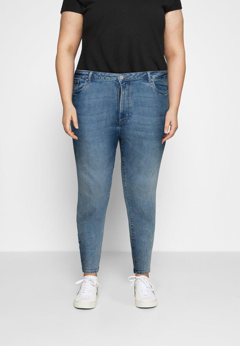 Vero Moda Curve - VMLOA  - Jeans Skinny Fit - light blue denim