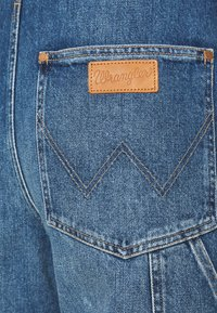Wrangler - STRAIGHT BIB - Snekkerbukse - all star blue - 6