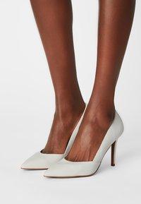 Zign - Classic heels - white - 0