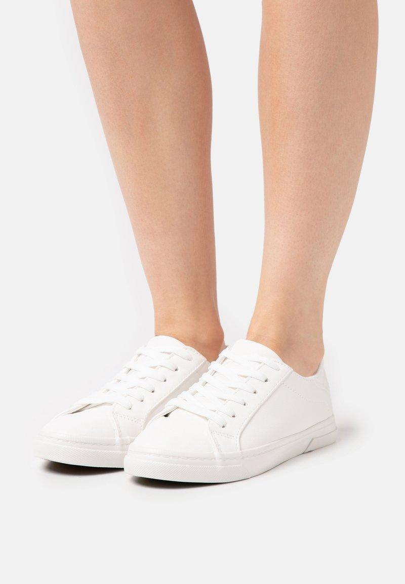 New Look - MOUGLI - Trainers - white