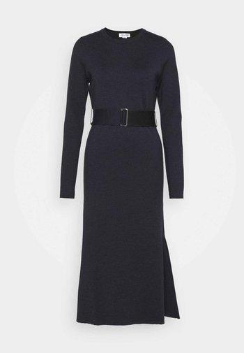 BELTED  - Pletené šaty - navy/black