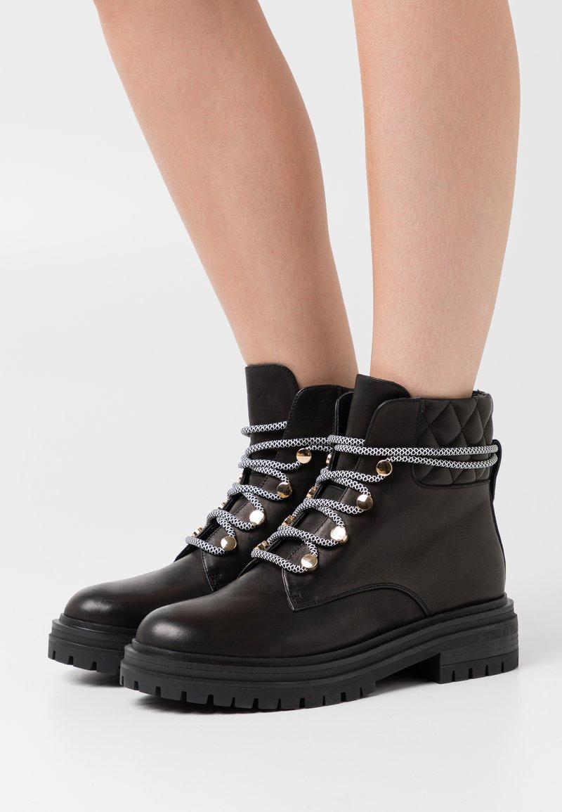 Shoe The Bear - FRANKA LACE - Botki sznurowane - black