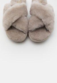 UGG - FUZZETTE - Pantoffels - light grey - 5