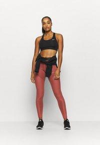 Nike Performance - Tights - claystone red/metallic gold - 1