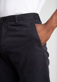 Tommy Hilfiger Tailored - PANTS - Chinosy - black - 5