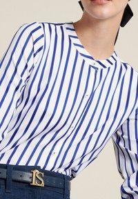 Luisa Spagnoli - BILANCIO - Button-down blouse - bianco/righe azzurre - 3