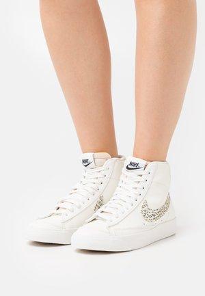 BLAZER 77 - Sneakers hoog - sail/light lemon twist/black/summit white