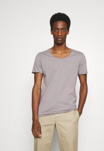 SLHNEWMERCE O NECK TEE 3PACK - T-shirt - bas - navy blazer/frost gray/winetastin