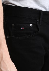 Tommy Hilfiger - DENTON - Straight leg jeans - clean black - 3