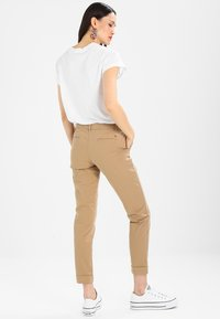 Tommy Hilfiger - MARIN - Chinos - classic camel - 2