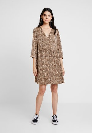 YASHURA SHORT DRESS - Kjole - light brown/black